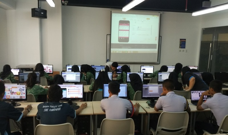 Universitas Ciputra students use Snappii platform